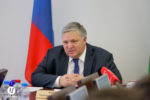 Первый заместитель губернатора округа Геннадий Бухтин